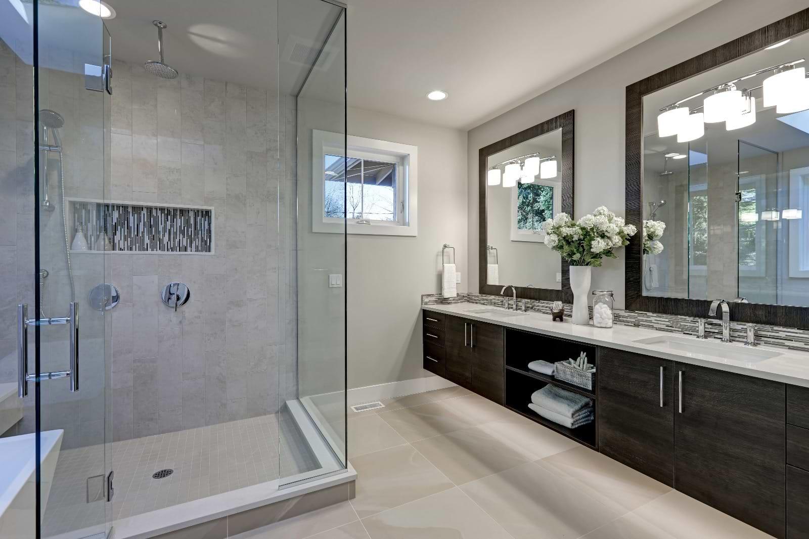 תמונת אוירה מקלחת ארונות חומים